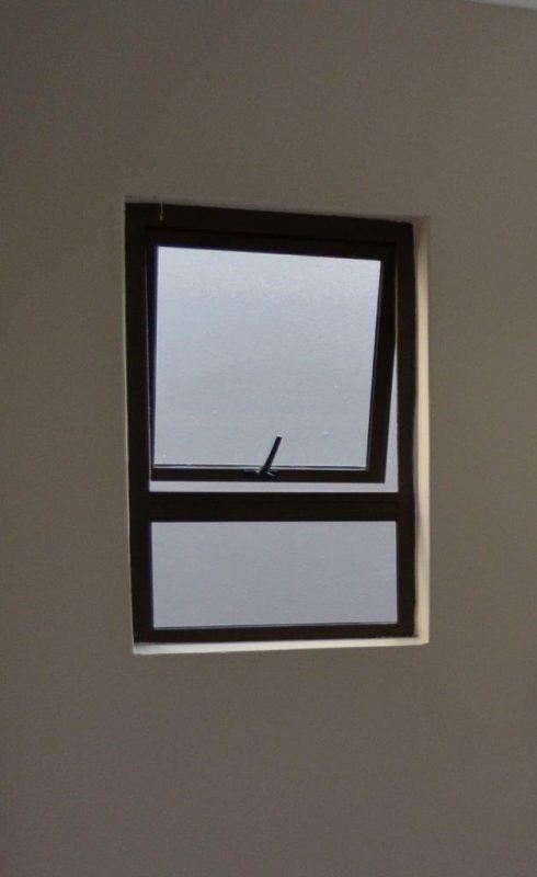 Bronze aluminium window image