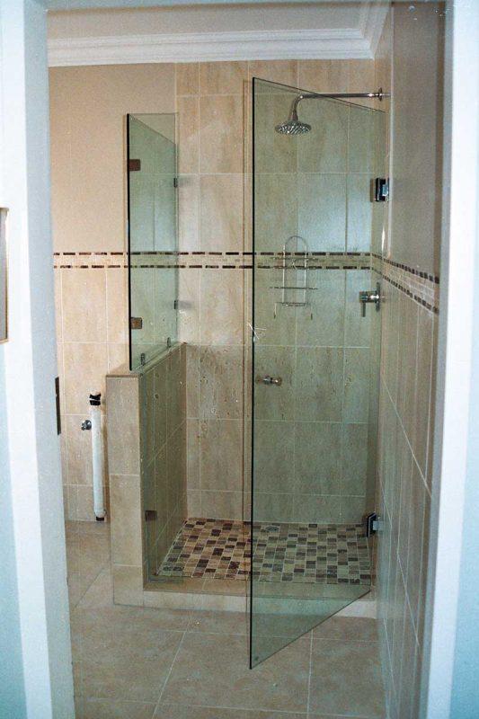 frameless shower door, frameless shower panel, over bath glass screen, glass shower, frameless shower design, Sigmadoors