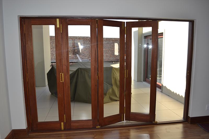 Stacker doors vs sliding doors the difference between stacker doors and sliding doors Sigmadoors
